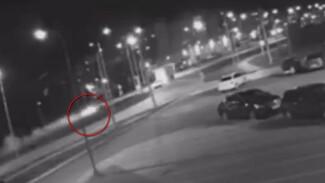 Воронежцы показали видео момента ДТП с перелетевшим шиловское кольцо Opel