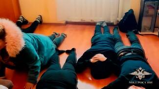 Воронежцы стали жертвами организовавших кол-центр в Новосибирске мошенников