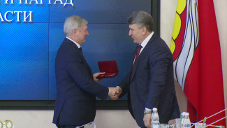 Лучшие воронежские врачи, строители и чиновники получили награды из рук губернатора