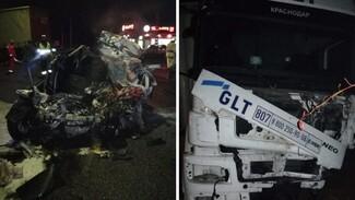 Полиция показала фото с места смертельного ДТП с фурой на воронежской трассе