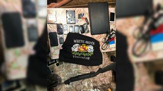 Воронежская полиция показала фото найденных у сторонников украинских неонацистов улик