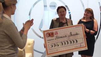 «В дело пускают деньги». Как живёт семья разбогатевшей на лотерее воронежской пенсионерки
