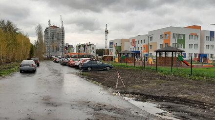 «Пять минут по обочине оживлённой трассы». Детский сад под Воронежем остался без тротуара