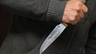 В Воронеже ревнивец проткнул жене грудь ножом и сбежал