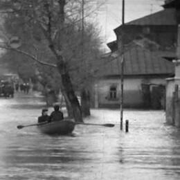 Лодки в центре города и вода до крыш. Каким было самое масштабное половодье в Воронеже