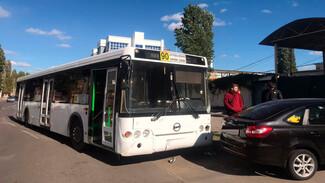 В Воронеже столкнулись 90-й автобус и три легковушки
