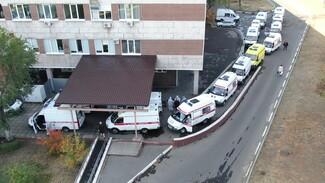 Чиновники рассказали о причине очередей из скорых к воронежским больницам