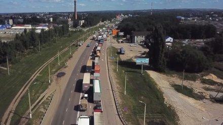 Воронежский губернатор одобрил идею ограничить движение фур на трассе М-4 у села Лосево