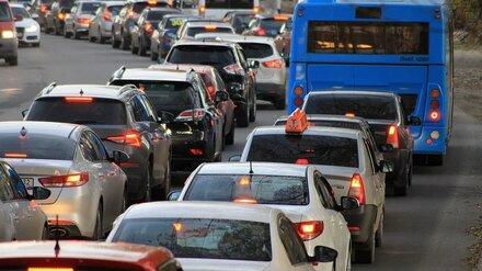 Воронежские автомобилисты пожаловались на гигантскую пробку на Московском проспекте