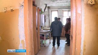 Ветхий дом в Воронеже одновременно попал в программы капремонта и сноса