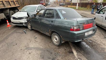 Два водителя пострадали в массовом ДТП под Воронежем
