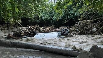 «Деревья падали, машины уносило в море». Как воронежцы пережили наводнение в Ялте