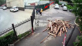 В центре Воронежа спор из-за мусорной площадки дошёл до драки