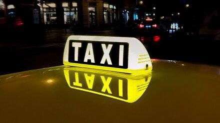 Под Воронежем в лесополосе пассажир с ножом напал на таксиста