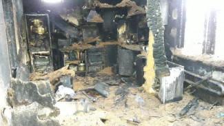 Под Воронежем ревнивец пытался заживо сжечь подругу и спалил дом
