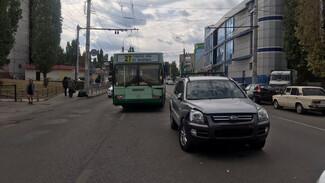 В Воронеже пассажирский автобус протаранил кроссовер
