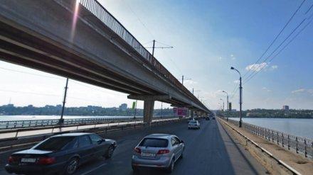 В Воронеже для пешеходов на 3,5 недели закрыли часть Северного моста
