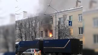 В центре Воронежа из полыхающего дома эвакуировали 4 человека