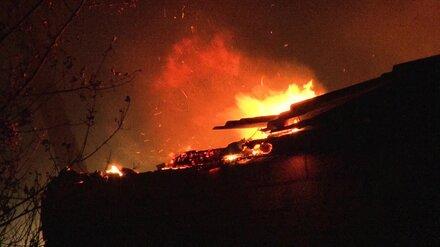 При пожаре в воронежском райцентре пенсионер обжёг себе руки