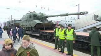 Сирийские трофеи и новейший танк. Чем впечатлил воронежцев спецпоезд Минобороны