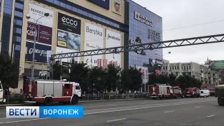 К подземной парковке «Галереи Чижова» в Воронеже съехались пожарные машины