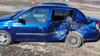 В воронежском райцентре столкнулись иномарки: 79-летний водитель в больнице