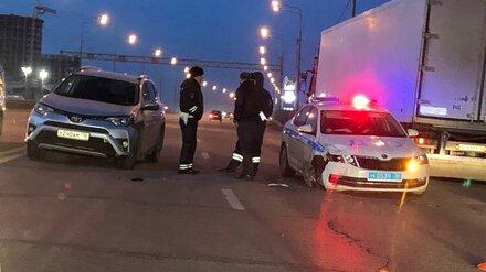 В Воронеже столкнулись иномарка и патрульная машина ДПС