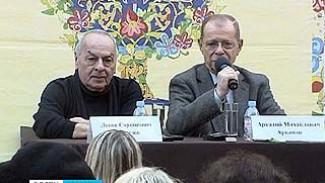 Сатирик Аркадий Арканов и пианист Левон Оганезов шутили с воронежцами