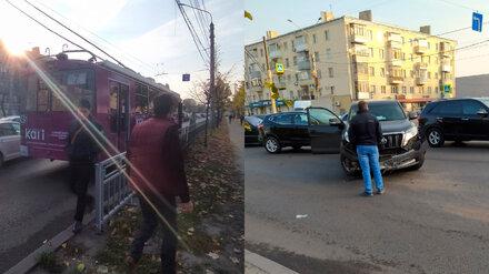 В Воронеже на Московском проспекте внедорожник врезался в троллейбус