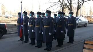 Персональный парад устроили под окнами 102-летнего воронежского ветерана