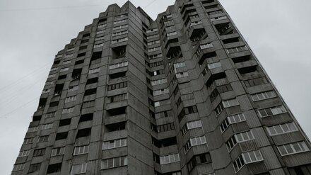 В Воронеже из окна многоэтажки выпала девочка