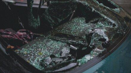 Под Воронежем водитель и пассажир пострадали в перевернувшейся легковушке
