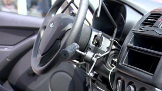 В Воронеже инвалидам вручили ключи от новых автомобилей