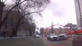 В центре Воронежа произошло ДТП с 5 машинами: появилось видео