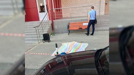 В Воронеже из окна 19-этажки выпал мужчина