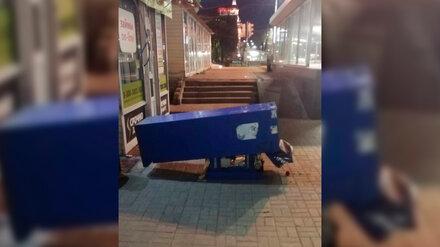 Пьяный мужчина разгромил терминал в центре Воронежа