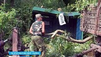 В Богучарском районе от урагана пострадали два человека
