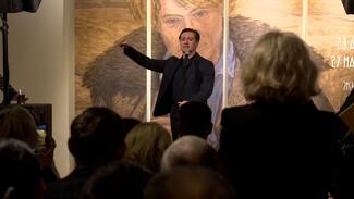 «Есть просто выставки, а есть события». Безруков приехал в Воронеж на экспозицию Есенина