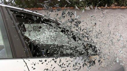 Влетевший в автопоезд воронежец на Isuzu умер в больнице