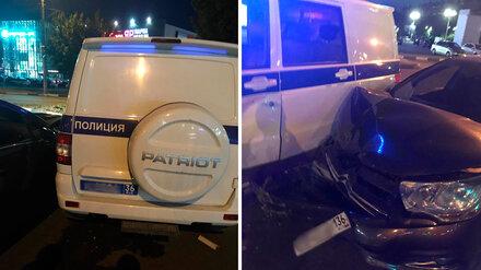 Полицейский УАЗ попал в ДТП с легковушкой в Воронеже
