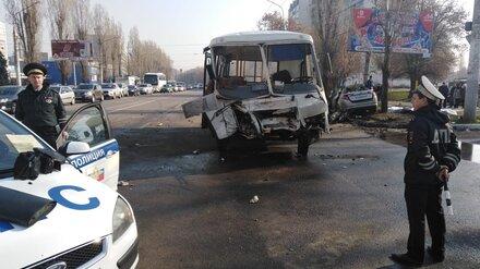 В Воронеже столкнулись «ПАЗ» и легковушка: погибли 4 человека