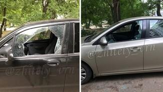 Неизвестные массово разбили стёкла иномарок в воронежском микрорайоне