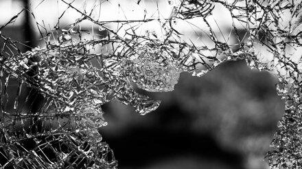 Водитель люксовой иномарки разбился в ДТП с большегрузом в Воронежской области