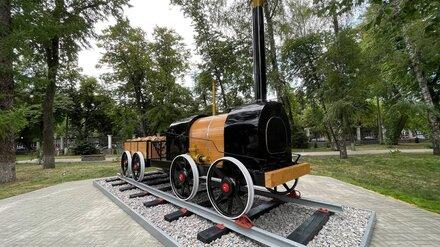 Копию первого российского паровоза установили в центре Воронежа