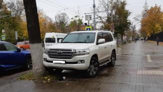 В Воронеже очередного водителя наказали за парковку на тротуаре