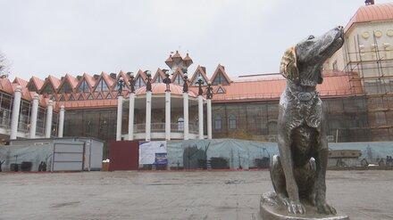 Пожарные машины съехались к театру в Воронеже