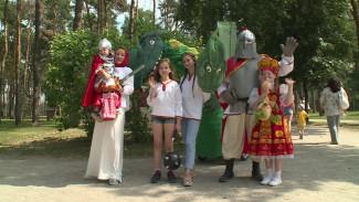 Год работы и 700 метров проволоки. Участники «Парада колясок» в Воронеже рассказали о подготовке к шествию