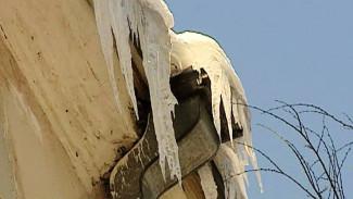 Губернатор потребовал от мэрии активизировать работу по очистке крыш в Воронеже
