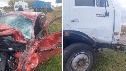 Два человека пострадали в ДТП с грузовиком в Воронежской области