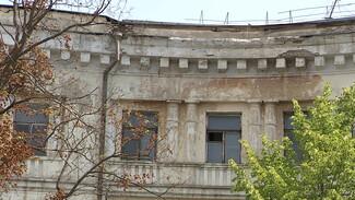 Дом из архитектурного ансамбля с «летающей девочкой» в Воронеже начали разрушать вандалы
